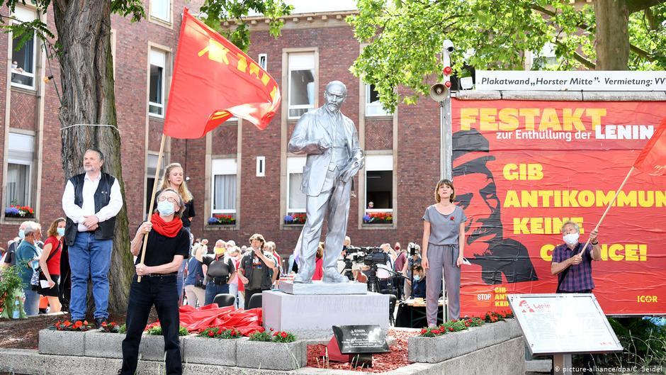 Lenin și Marx salută Europa din Germania