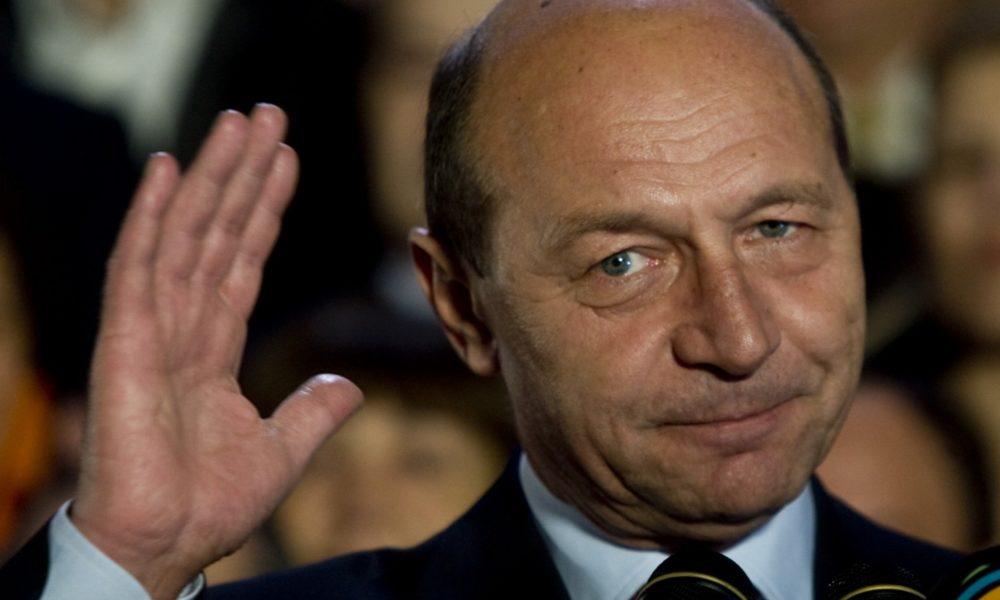 """Băsescu le-ar fi """"dat una peste ceafă"""" guvernanților"""