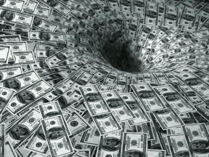 Cifre halucinante: omenirea se îneacă în datorii!