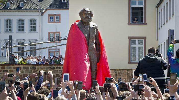 """Suntem împinși spre """"comunismul global"""" ?!"""
