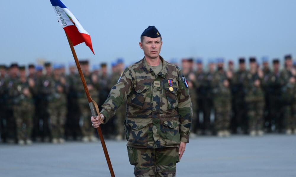 Franța: amenințări cu regimul militar!